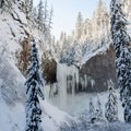 Tamanawas Falls in winter.- Snowshoeing on Mount Hood