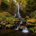 Lower Kentucky Falls in autumn.- Oregon Fall Adventures