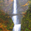 Multnomah Falls in Oregon.- The Best Leaf-Peeping Adventures for Fall Foliage