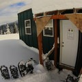 Barlow Ridge Hut.- Snowshoeing on Mount Hood