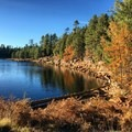 Woods Canyon Lake.- When and Where Fall Foliage Will Peak This Autumn
