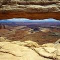 The view through Mesa Arch.- Mesa Arch