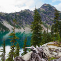 Spade Lake and the surrounding ridges.- Best Hikes for Fall Colors in Washington
