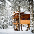 Montana Treehouse. Photo by Kati O'toole.- 8 Romantic Treehouses to Stay in this Valentine's Day