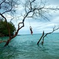 More rope swinging. - Beach 69 / Waialea Beach